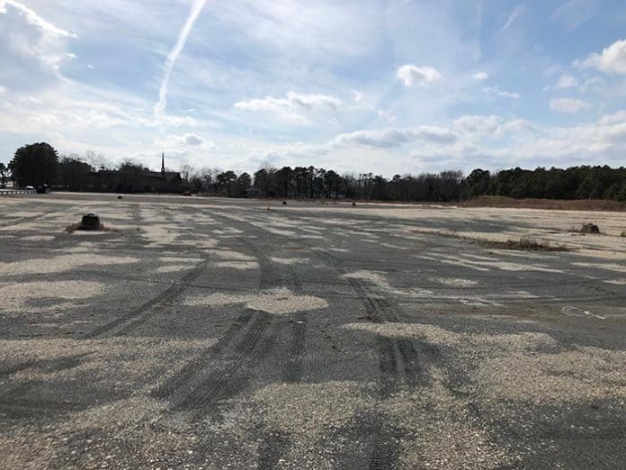 Today, the former Foodtown site is just barren blacktop and weeds. (Photo by Judy Smestad-Nunn)