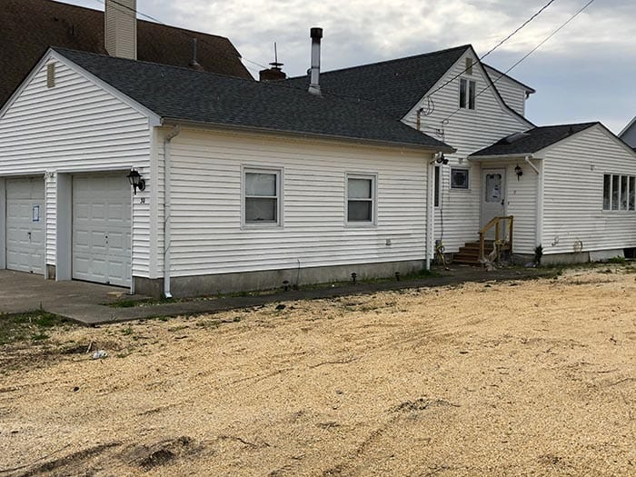 This Shore Acres home, 30 Halsey Dr., is also on the abandoned list. (Photo by Judy Smestad-Nunn)