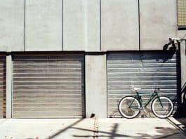 A garage. (File photo)